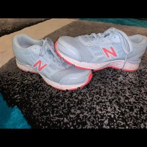 New balance shoes. Didn't fit. Mini signs of wear.